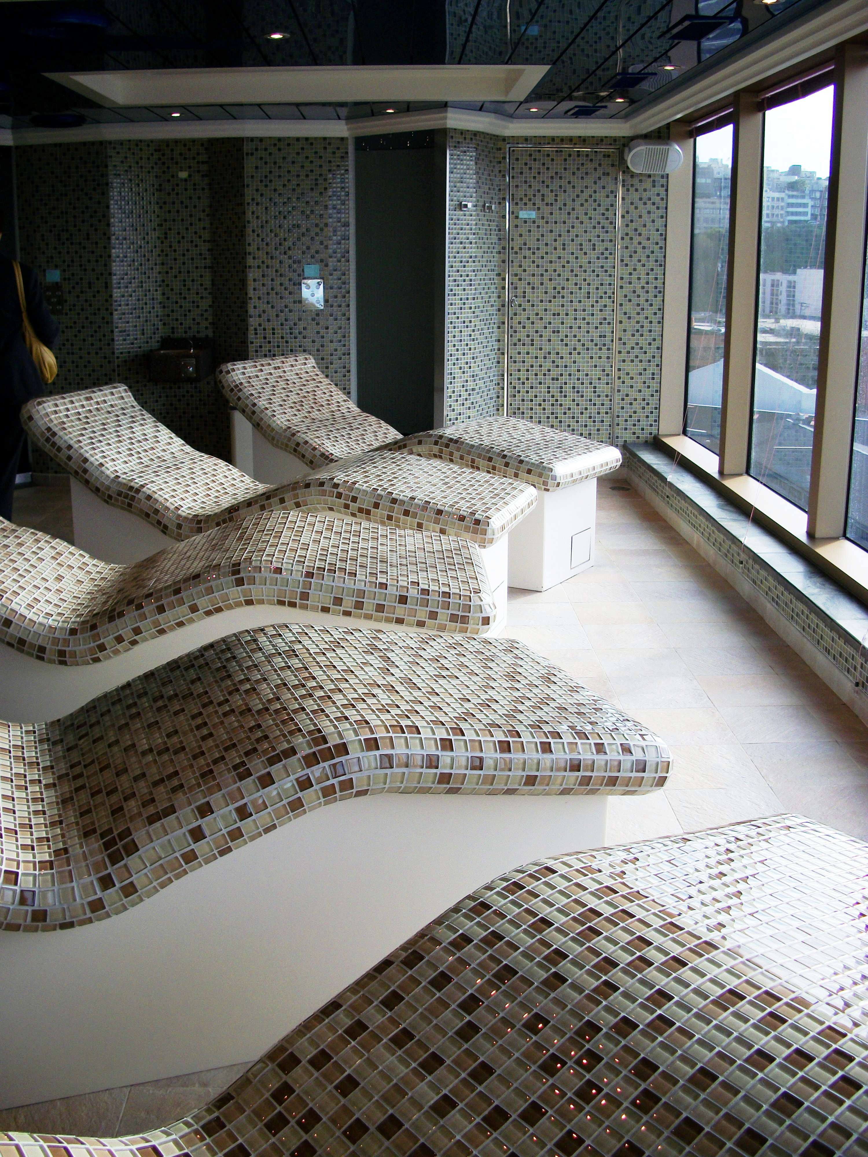 Spa - Ceramic tile heated seats