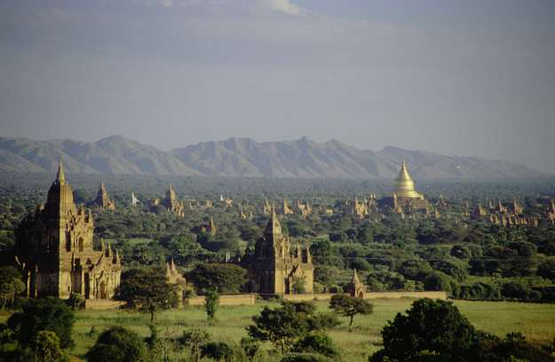 """Bagan, Burma"" by Corto Maltese 1999 - Originally uploaded to Flickr as View over the plain of Bagan. Licensed under CC BY 2.0 via Wikimedia Commons"