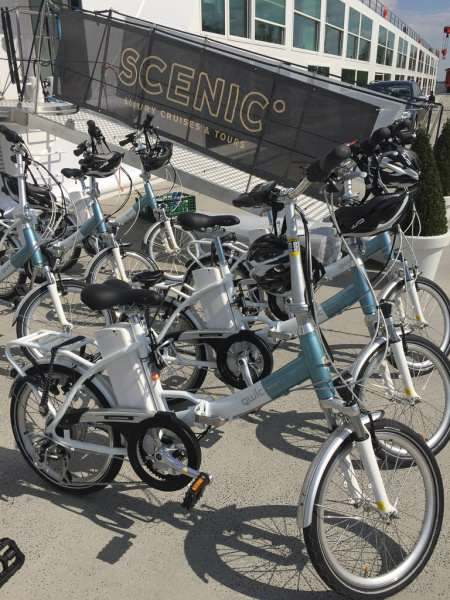 Scenic Jasper's electric-assist bicycles, free to use. © 2015 Ralph Grizzle