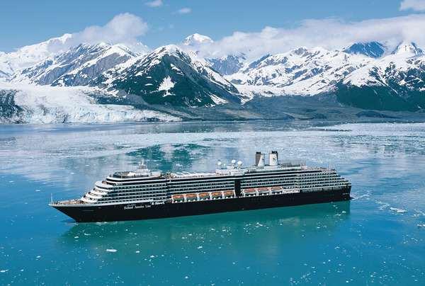 Sailing through the Hubbard Glacier