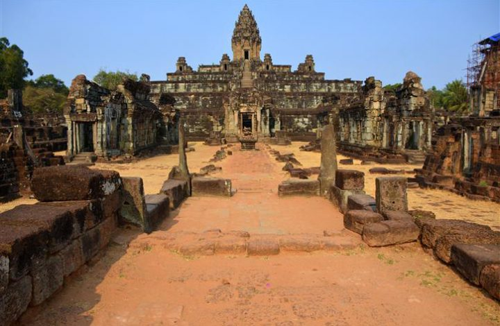 Angkor Wat Tour and Volunteering on the 2017 Grand World Voyage