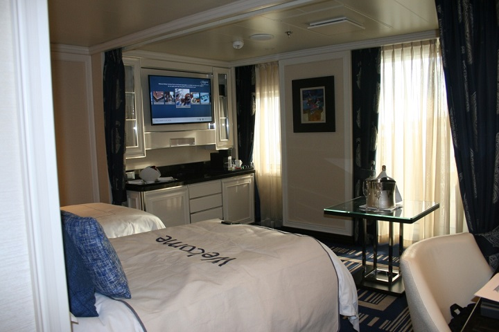 cruise ship suite bedroom