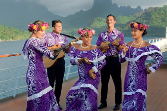 Les Gauguines (Tahitian cruise hosts)