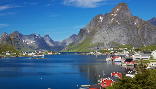 Sail roundtrip Amsterdam to the breathtaking fjords of Norway with popular Cruise Specialists' host Tom Mullen. Plus, festive cocktail party, gift & shipboard credit.